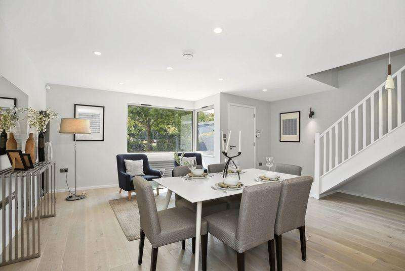 4 Bedrooms Mews House for sale in Rotherhithe Street, Rotherhithe, SE16