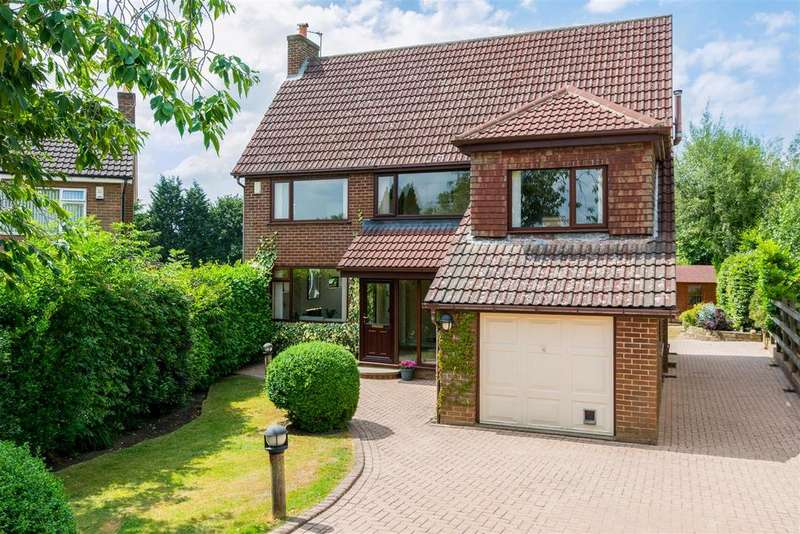 4 Bedrooms Detached House for sale in West End Grove, Horsforth, Leeds