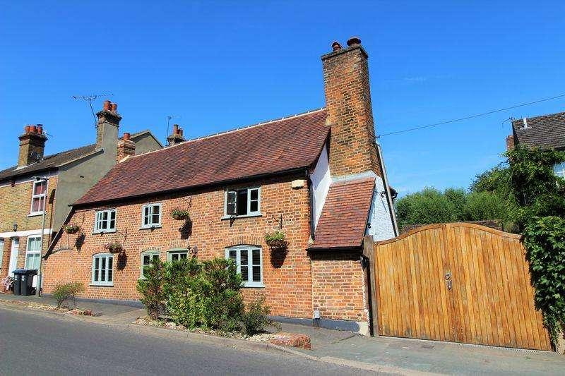 4 Bedrooms House for sale in Waterside, Kings Langley
