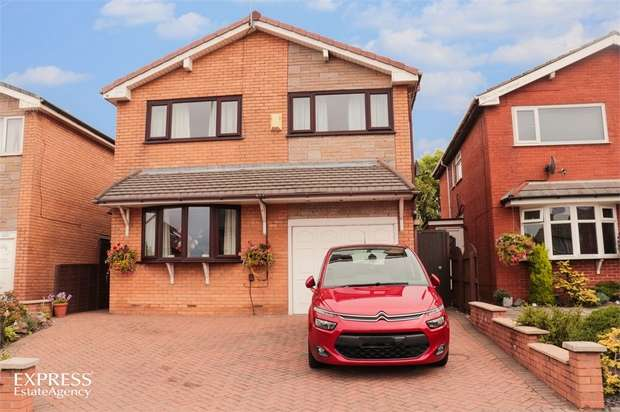 4 Bedrooms Detached House for sale in Vicarage Lane, Blackpool, Lancashire