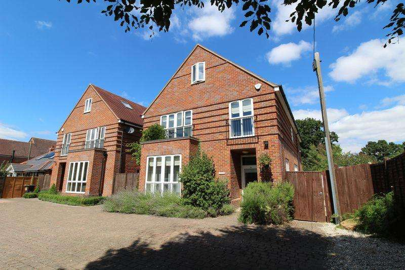 5 Bedrooms Detached House for sale in Oakview, Broad Lane, Upper Buckleburry