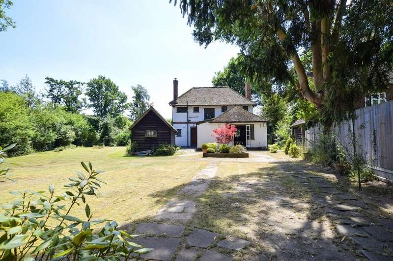 3 Bedrooms Detached House for sale in Welshwood Park Road, Colchester