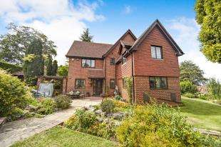 4 Bedrooms Detached House for sale in Overhill Road, Purley, Surrey