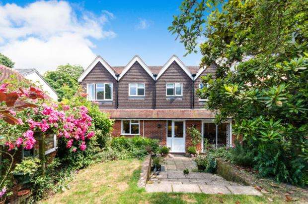 5 Bedrooms Detached House for sale in Hartley Wintney, Hook, Hampshire