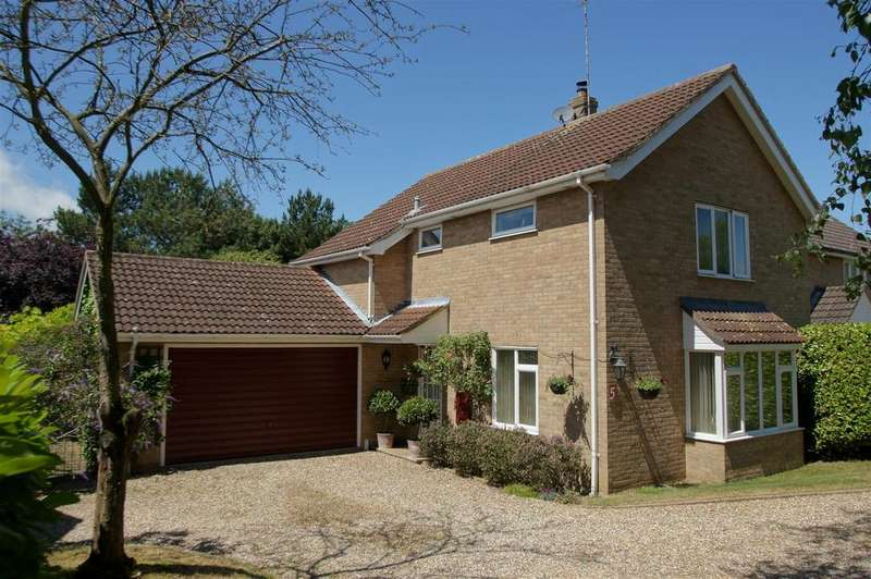 3 Bedrooms Detached House for sale in Oswyn Close, Bury St Edmunds
