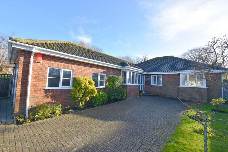 3 Bedrooms Detached Bungalow for sale in Cromwell Road, Cromer