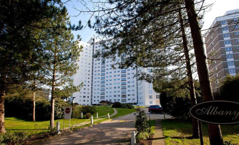 3 Bedrooms Flat for sale in Manor Road, East Cliff, Bournemouth, BH1