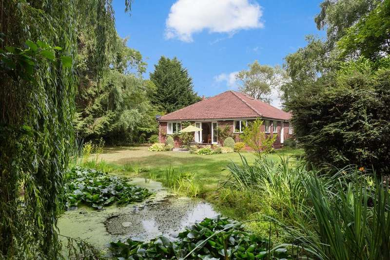 3 Bedrooms Detached House for sale in The Horseshoe, Tadcaster Road , York, YO24