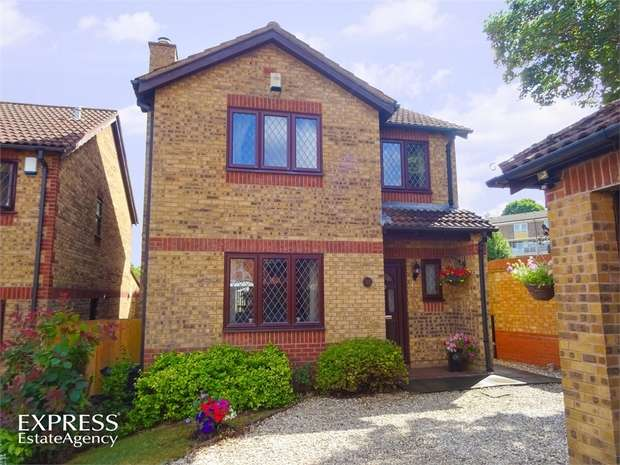 4 Bedrooms Detached House for sale in Homemead Drive, Bristol