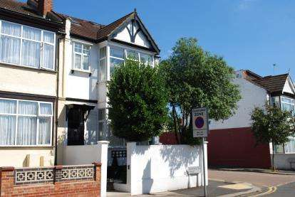 5 Bedrooms End Of Terrace House for sale in Dartmouth Road, Hendon, London, Uk