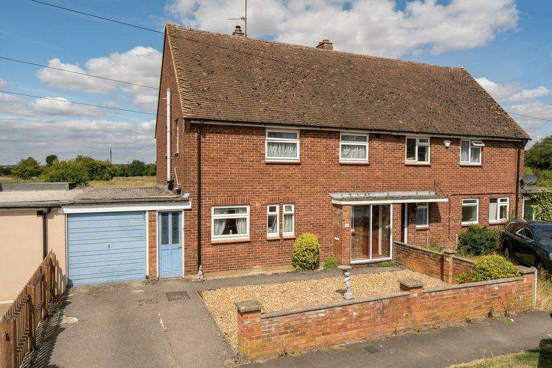 3 Bedrooms Semi Detached House for sale in Greenways, Eaton Bray