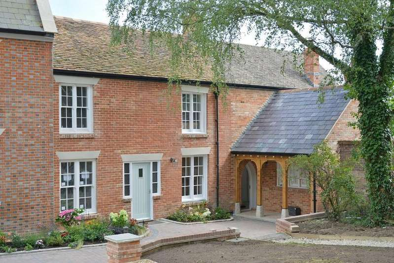 3 Bedrooms Cottage House for sale in Stapehill Abbey, Wimborne Road West
