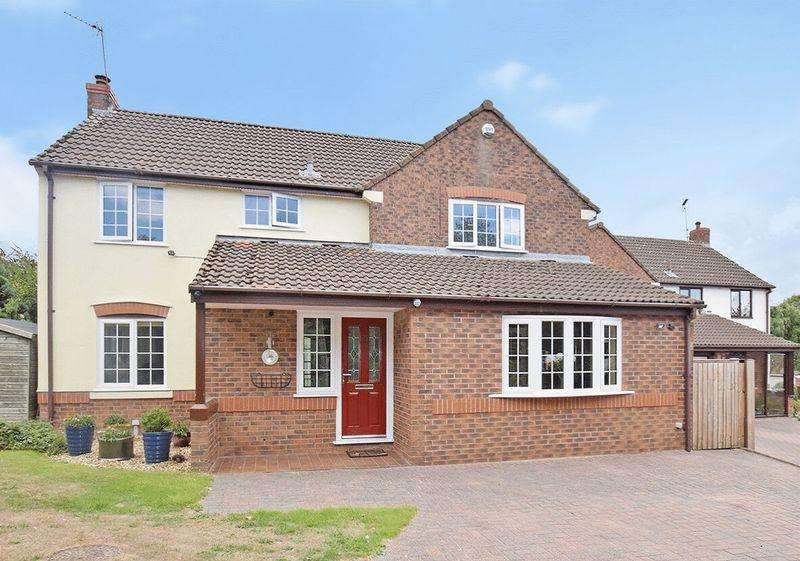 4 Bedrooms Detached House for sale in Kings Meadow, Norton Cross