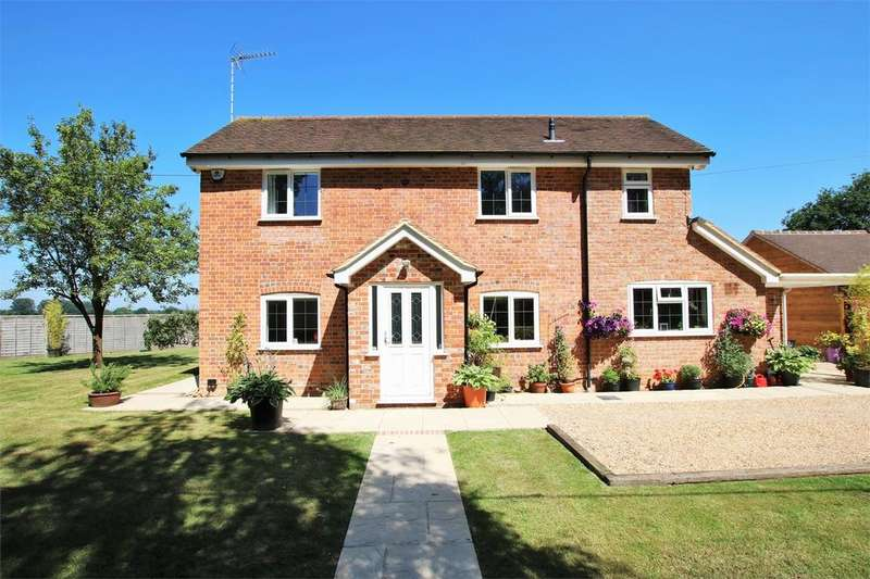 3 Bedrooms Detached House for sale in Sadlers Cottage, Sadlers End, Sindlesham, WOKINGHAM, Berkshire