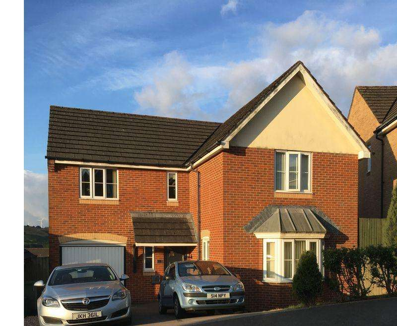 4 Bedrooms Detached House for sale in Cedar Wood Drive, Tonyrefail. CF39 8JB