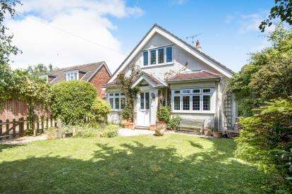 5 Bedrooms Detached House for sale in Barton On Sea, New Milton, Hampshire