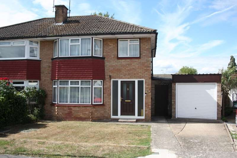3 Bedrooms Semi Detached House for sale in Duncan Road, Woodley, Reading, RG5