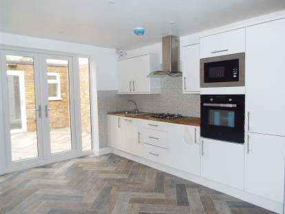 3 Bedrooms End Of Terrace House for sale in Stratford, London, England