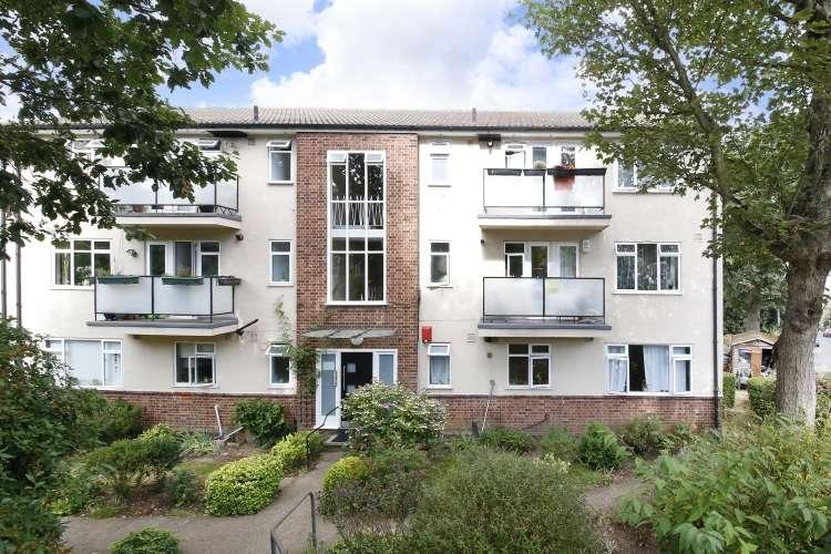 2 Bedrooms Flat for sale in Eglinton Hill London SE18