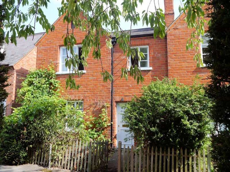 3 Bedrooms End Of Terrace House for sale in Prince Consort Cottages, Alexandra Road, Windsor SL4