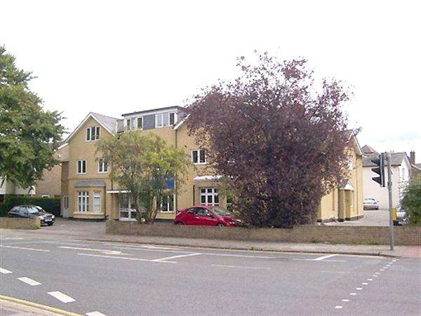 2 Bedrooms House for sale in New London Road, Chelmsford, Essex, CM2