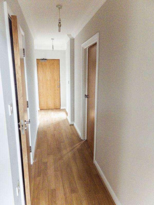 2 Bedrooms Apartment Flat for sale in **25 Minutes Door To Door Into London By Train**