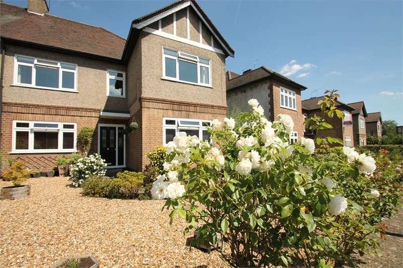3 Bedrooms Maisonette Flat for sale in Beechwood Park, South Woodford E18