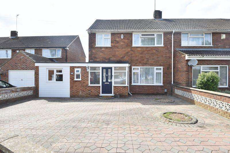 3 Bedrooms Semi Detached House for sale in Pinewood Close