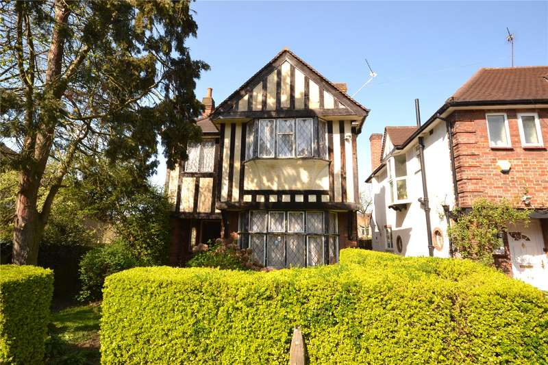 3 Bedrooms Detached House for sale in Holly Park Gardens, Finchley, London, N3