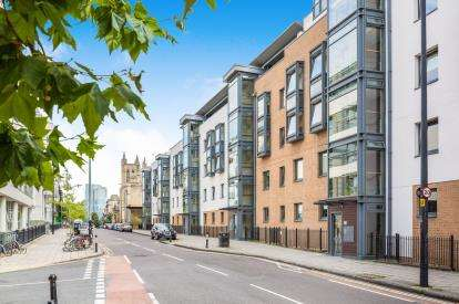 2 Bedrooms Flat for sale in Deanery Road, Bristol, Somerset
