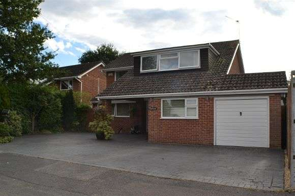 Detached House for sale in Hollys, Boundary Close, Tilehurst, Reading