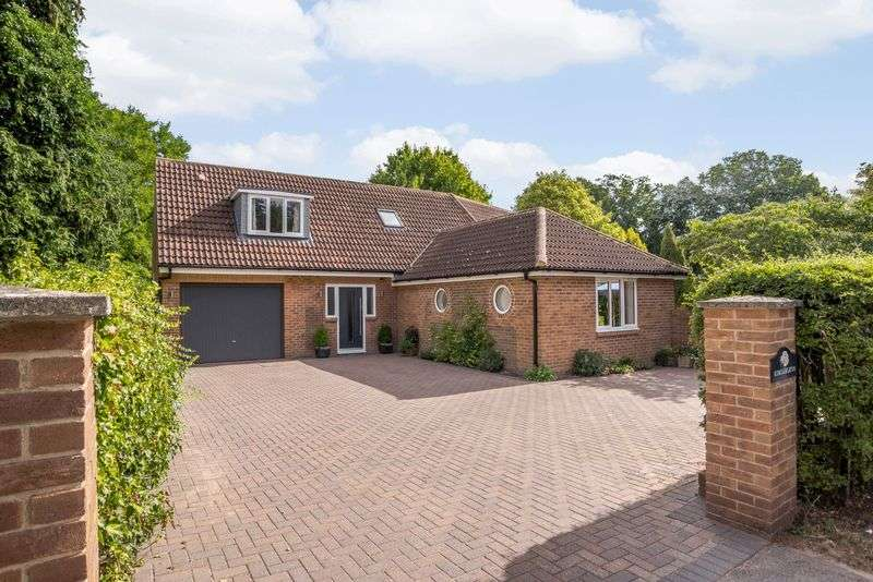 4 Bedrooms Property for sale in Kendrick Road, Wash Common. Newbury