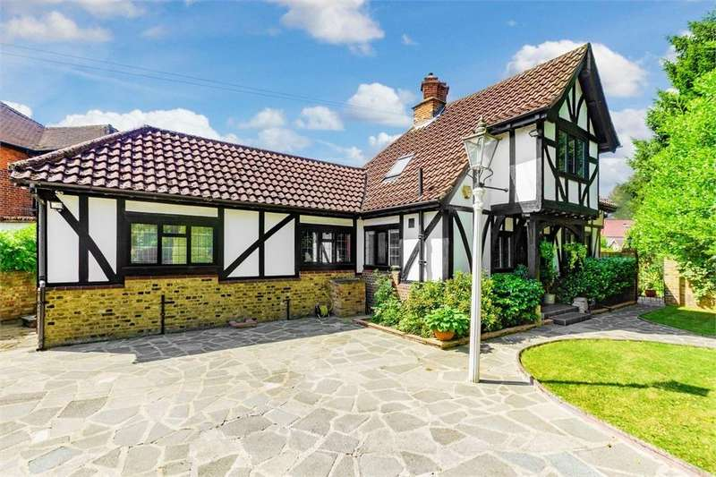 4 Bedrooms Detached House for sale in Somerset Way, Richings Park, Buckinghamshire