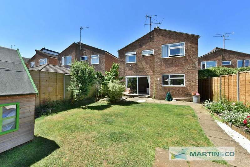 4 Bedrooms Detached House for sale in Walsham Close, Stevenage