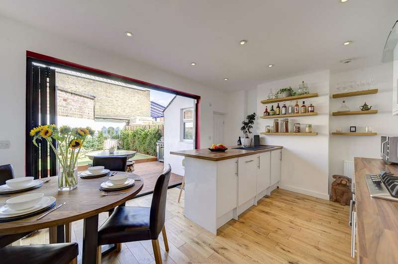 3 Bedrooms Terraced House for sale in Armoury Way, Wandsworth
