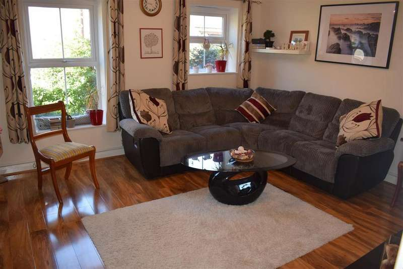 4 Bedrooms Semi Detached House for sale in Besford Close, Fallowfield