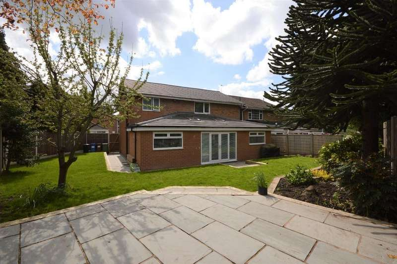 4 Bedrooms Detached House for sale in Birchwood Close, Heaton Mersey
