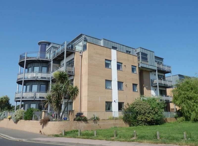 3 Bedrooms Apartment Flat for sale in LOWER MARINE PARADE, DOVERCOURT CO12