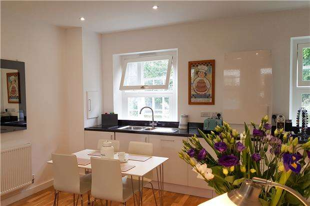 2 Bedrooms Flat for sale in Christmas Street, BRISTOL, BS1 5BT