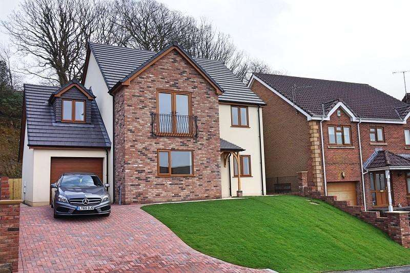 5 Bedrooms Detached House for sale in The Oaks, Cimla, Neath, West Glamorgan. SA11 3RJ