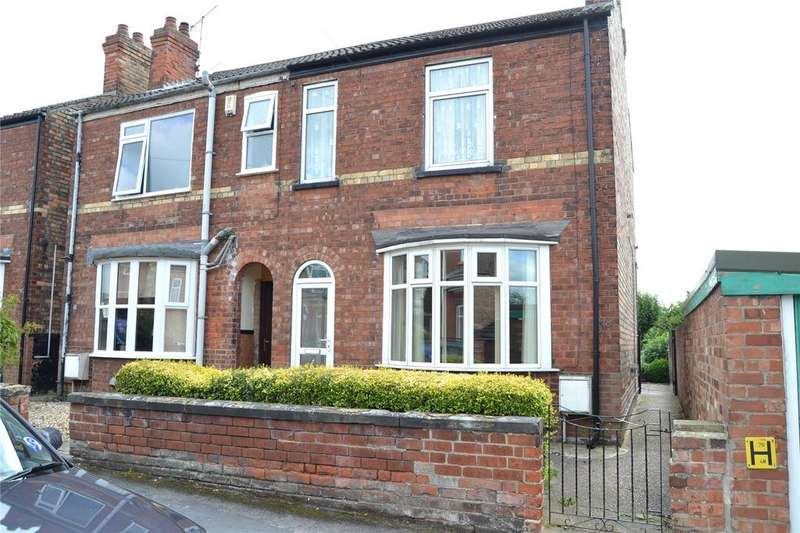 3 Bedrooms Semi Detached House for sale in Love Lane, Gainsborough, Lincolnshire, DN21