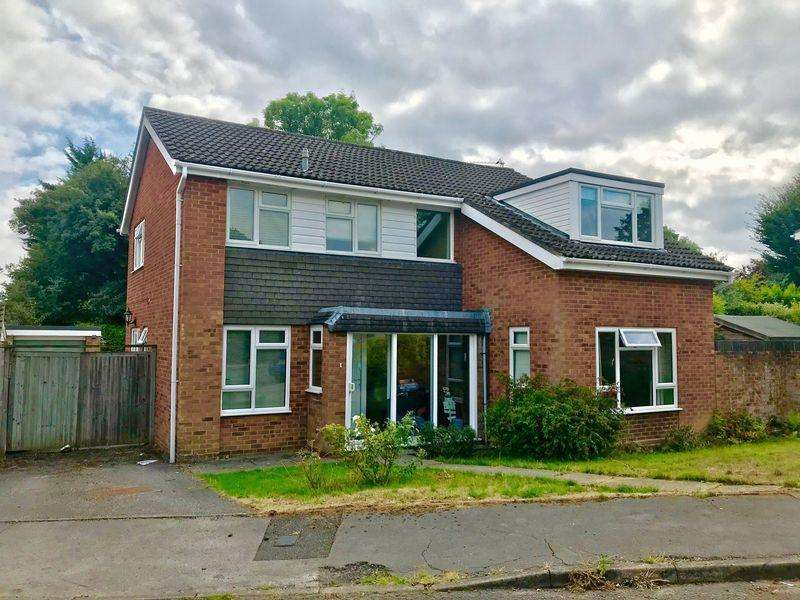 4 Bedrooms Detached House for sale in Holmer Green Village, Buckinghamshire