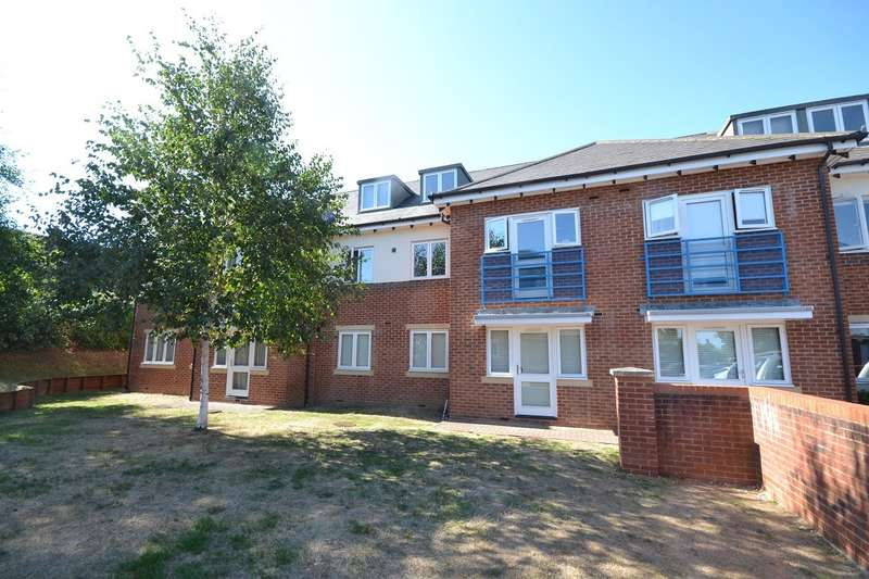 2 Bedrooms Apartment Flat for sale in Emmer Green