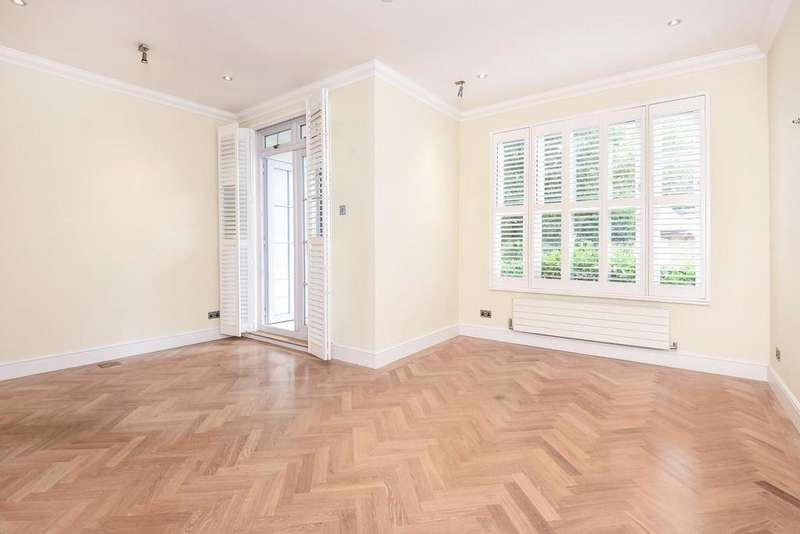 2 Bedrooms Flat for sale in Southlands Drive, Southfields