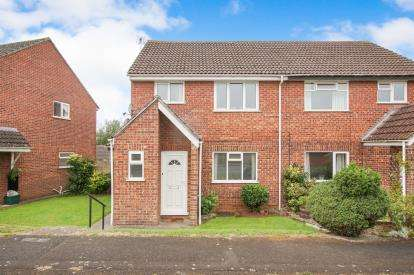 1 Bedroom Flat for sale in Ash Close, Yate, Bristol, South Gloucestershire