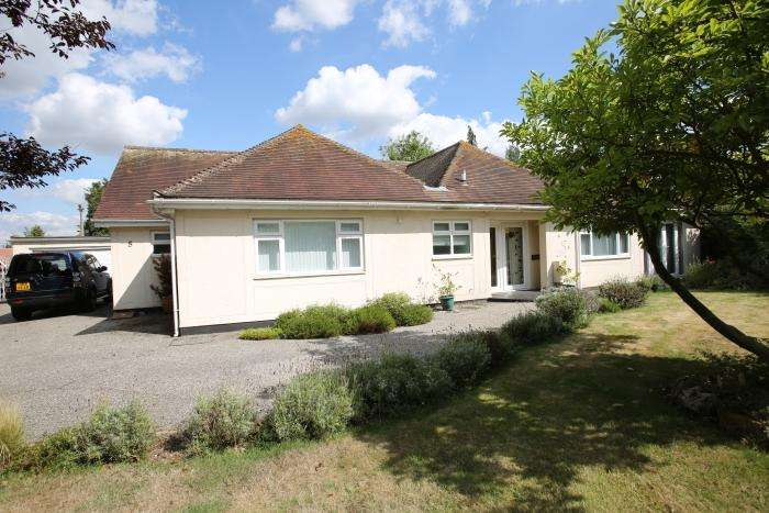 4 Bedrooms Detached Bungalow for sale in SANDON PLACE, MARDEN ASH, ONGAR CM5