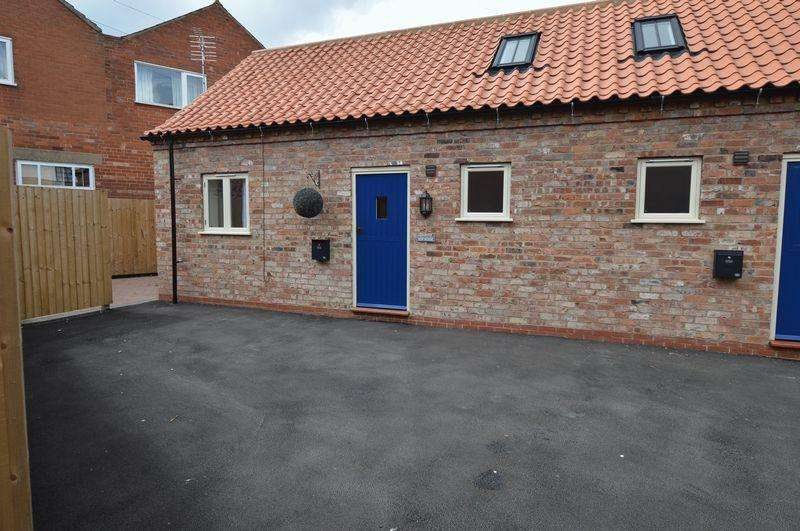 2 Bedrooms Terraced House for sale in Hop House, Market Place,Wragby