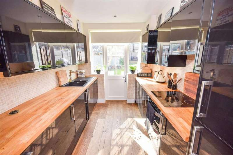 3 Bedrooms House for sale in Cherrywood Lane, Raynes Park Borders