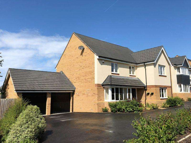 5 Bedrooms Detached House for sale in Cormorant Close, Bude