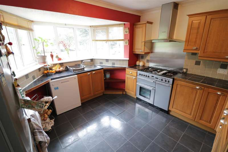3 Bedrooms Terraced House for sale in Oxford Road, Tilehurst, Reading